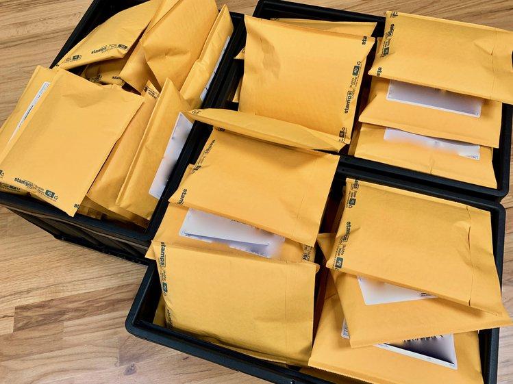 icebreaker-main-fulfillment-envelopes-2_jpg_project-body