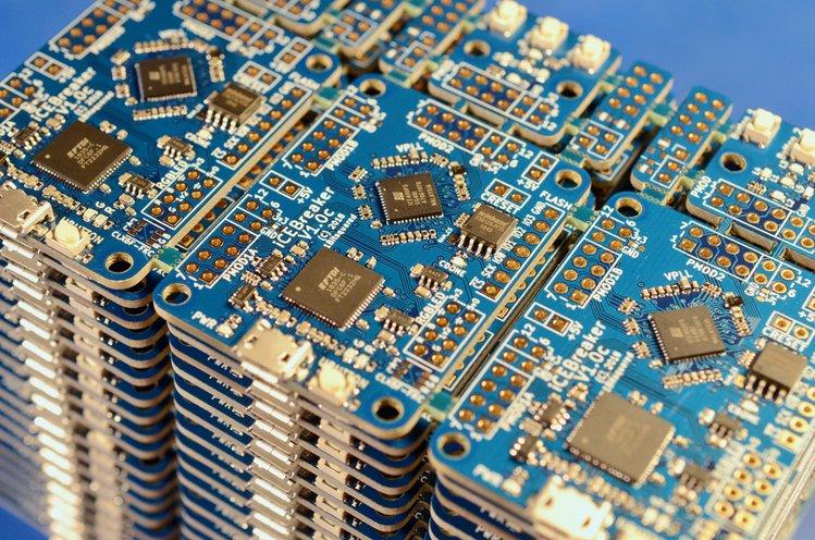 icebreaker-v1-0c-earlybird-stack_jpg_project-body